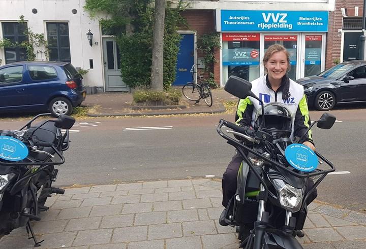 GESLAAGD!!🎉🎈🎊 MOTORRIJBEWIJS is binnen voor Mariska Mesman!! Je deed het een stuk beter dan die broer van je Robbert Mesman😉😉 Vele plezierige kilometers!!😎😎