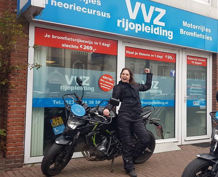 Windkracht 7, 8, 9, 10?🌬 Who cares!! Birgit beukte er gewoon doorheen! En GESLAAGD! Voor het felbegeerde MOTORRIJBEWIJS!🎉🎊🎈 Gefeliciteerd en vele veilige kilometers!!🛵💭💭