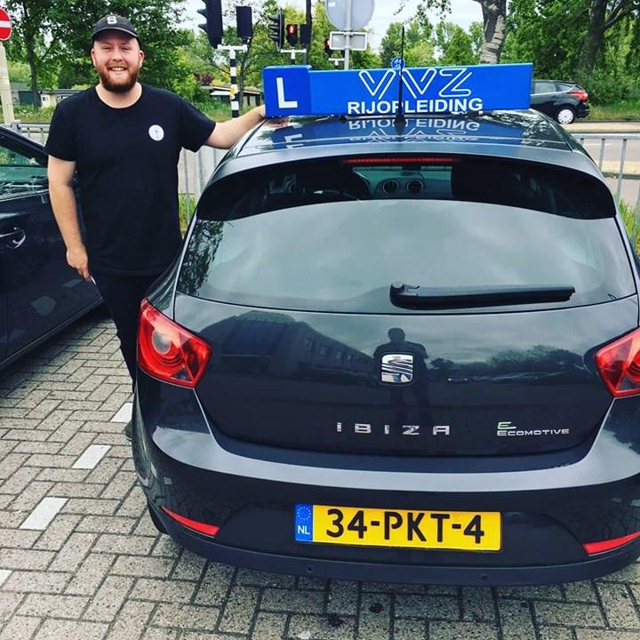 Gefeliciteerd Killian Popken met het behalen van je rijbewijs!🎈💐🚙💨💨 #geslaagd #autorijbewijs #rijleshaarlem #vvzrijopleiding #happyface #cbrhaarlem #rijschoolhaarlem