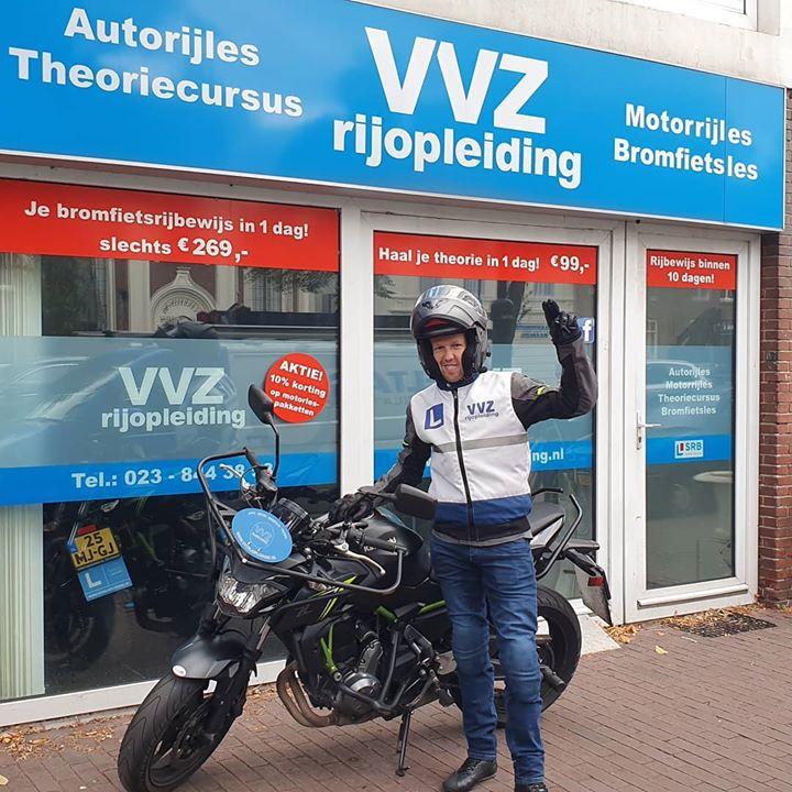 Mr Casper Roosenstein, kwam bij ons aankloppen, theorie en AVB op zak. Of we hem konden helpen naar zijn laatste onderdeel voor zijn motorrijbewijs. Oh en ook nog voor zijn vakantie. 1 week later.... #geslaagd #motorrijbewijs #rijschoolhaarlem #vvzrijopleiding #willenjulliemeerofmindermotorrijbewijzen #dangaanwedatregelen
