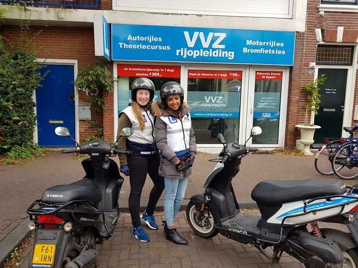 🎉🎉🎊GESLAAGD!!!🎊🎉🎉 Jaa het was een gezellige dag met de dames. En ook nog met een mooi eindresultaat. Allebei in 1x GESLAAGD!!😀😀 Gefeliciteerd Naomi Verburg en Imke Jansen met jullie SCOOTERRIJBEWIJS!!🏍🏍💨💨