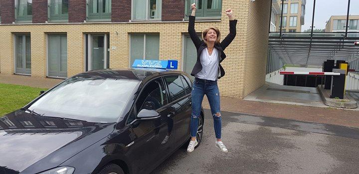 GESLAAGD!!🎊🎉 AUTORIJBEWIJS is in de pocket!!🎉🎊🎉. Dat doet Maxime gewoon ff midden in dr schoolexamens. Hoe bedoel je stressbestendig.😎😎 Als je je schoolexamens maakt als hoe je auto rijdt dan komt het helemaal goed!! Succes met je examen en veel plezier met je rijbewijs!!🎉🎊🎉